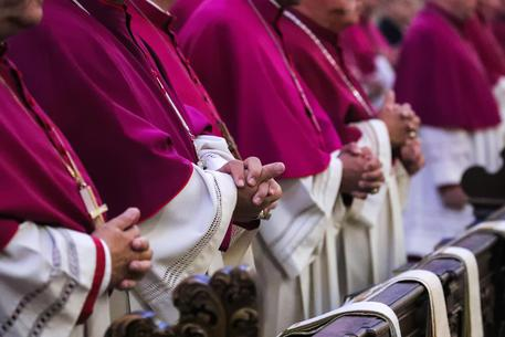 Pedofilia: Francia, 216.000 vittime nella chiesa in 70 anni