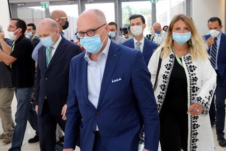 Ricciardi: 'Chi vaccinato indossi la mascherina con chi non lo è'