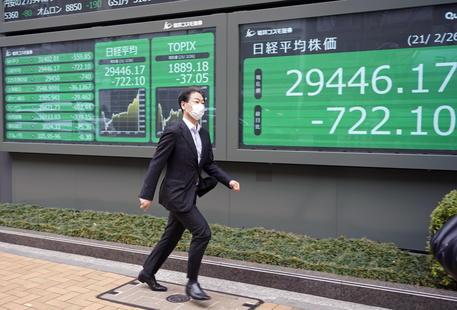 Borsa: a Tokyo apertura in calo (-1,11%) thumbnail