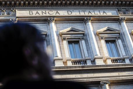 ++ Bankitalia: economia migliora ma famiglie ancora caute ++ thumbnail