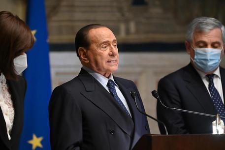 Berlusconi: Tajani, periodo di riposo dopo il covid thumbnail