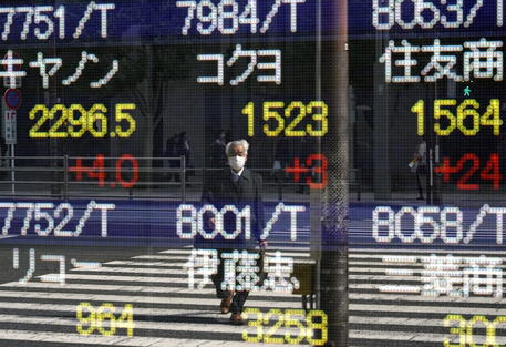 Borsa: a Tokyo apertura in calo (-0,93%) thumbnail