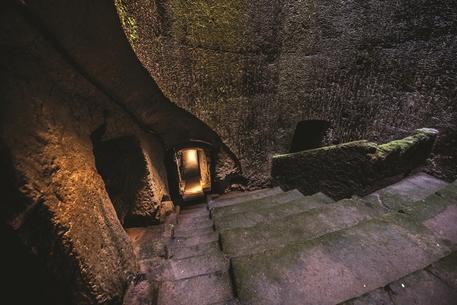 Ercolano, la discesa nei cunicoli borbonici che porta al Teatro Antico (Foto Stok da Parco archeologico di Ercolano) © ANSA