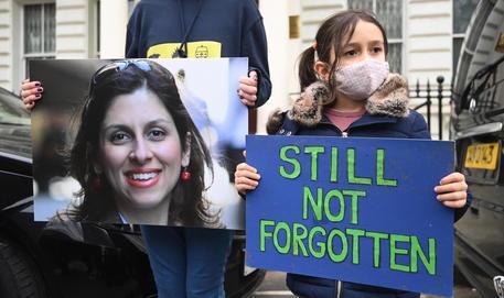 Gb accusa l'Iran, trattamento Zaghari-Ratcliffe è tortura thumbnail