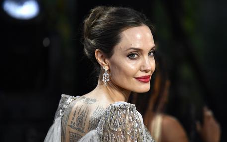 Angelina Jolie, ho dovuto mettere in pausa carriera regista thumbnail