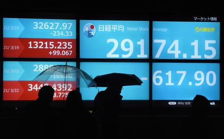Borsa: a Tokyo apertura in calo (-0,32%) thumbnail