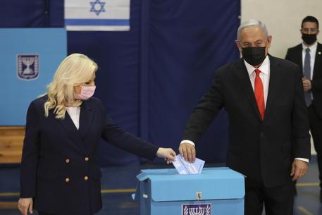 Benyamin Netanyahu vota © EPA
