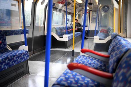 Covid: metro Londra in crisi, ancora al 35% della capacità thumbnail