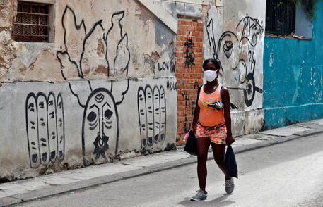 Covid: 1.207 casi in 24 ore a Cuba, mai così tanti thumbnail