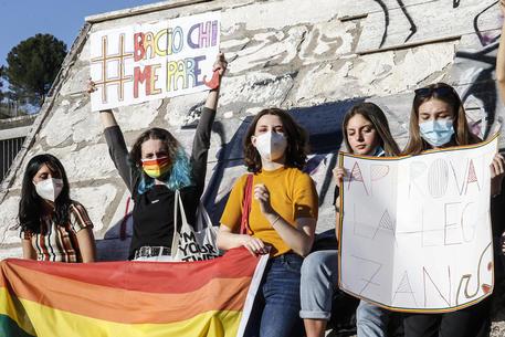 Omofobia: si sblocca ddl Zan, calendarizzato al Senato thumbnail