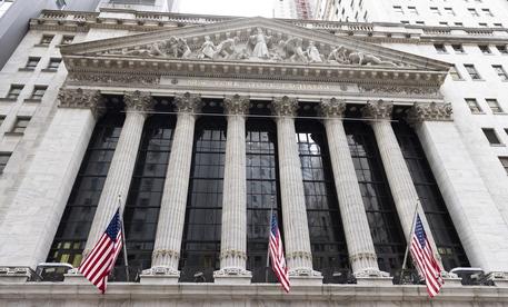 Wall Street, Dj record per prima volta sopra 35 mila punti thumbnail