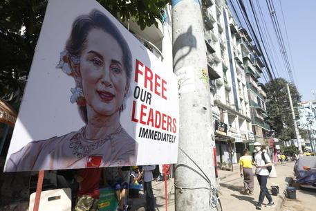 Birmania: Ue sanziona due holding legate a regime militari thumbnail