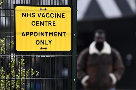 Vaccini: in Gran Bretagna oltre 40 milioni di dosi, ora i 40enni nel mirino thumbnail