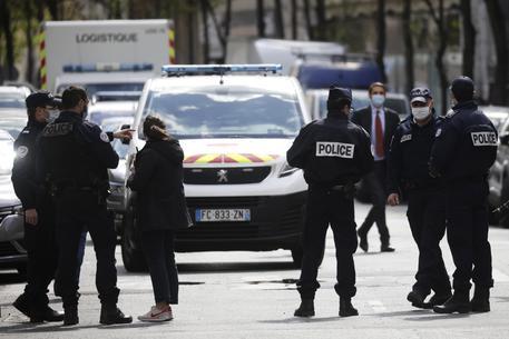 Poliziotta ferita a morte a Rambouillet, ucciso l'assalitore thumbnail