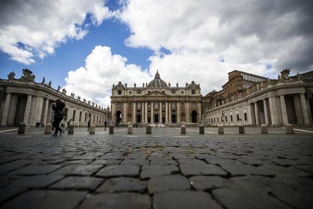 Papa: nuovo giro vite, legge anti-corruzione per dirigenti thumbnail