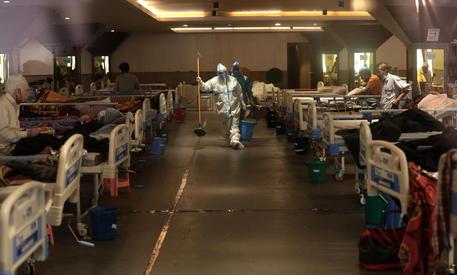 India, oltre 300 mila contagi da Covid in un solo giorno thumbnail