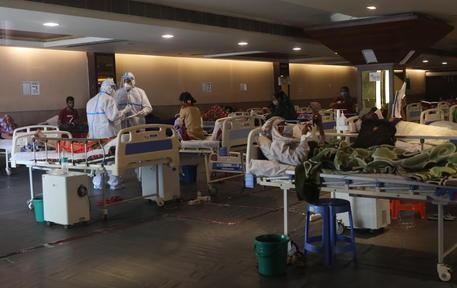 Covid: India supera le 2.000 vittime in 24 ore thumbnail