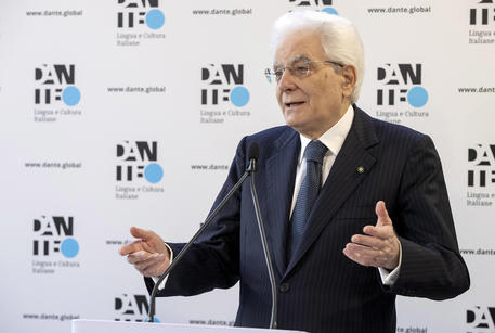 Mattarella, il giornalismo contribuisca alla rinascita del Paese thumbnail