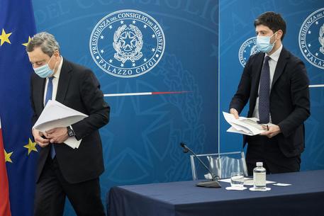 Draghi: 'Un rischio ragionato. Un sostegno a chi ha perso tutto' thumbnail