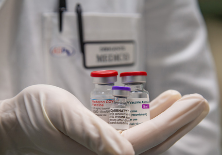 Vaccini:Abrignani (Cts),da ottobre possibile via a minorenni thumbnail