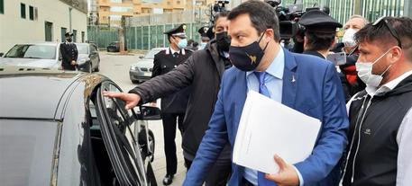 Open Arms: Salvini rinviato a giudizio. Leader Lega: 'È una decisione dal sapore politico' thumbnail