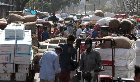 Covid: India al collasso, 1,6 milioni casi in sette giorni thumbnail