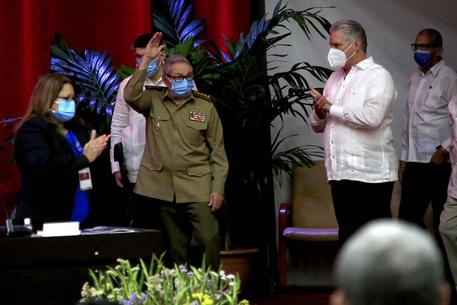 Cuba, Diaz-Canel sostituisce Raul Castro come leader del Pcc thumbnail