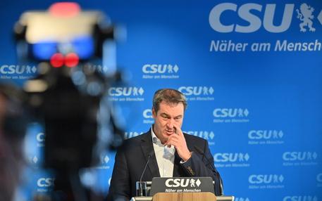 Germania: Soeder accetta Laschet come candidato Unione thumbnail