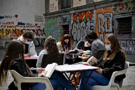 ++ Dal 26 aprile ameno 7,6 mln di alunni in classe, l'89,5% ++ thumbnail