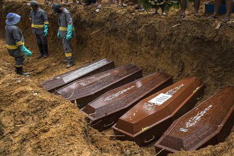 Covid: numero morti per 100mila abitanti, Brasile supera Usa thumbnail