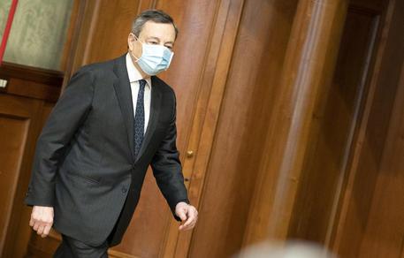Covid: intellettuali a Draghi, 'liberi tutti' insensato thumbnail