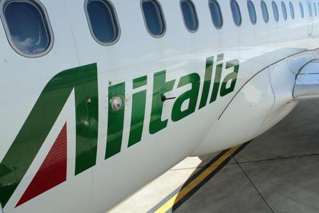 Alitalia, slitta il pagamento stipendi di aprile thumbnail