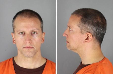 Floyd: condanna per omicidio,colpevole per tutti capi accusa thumbnail