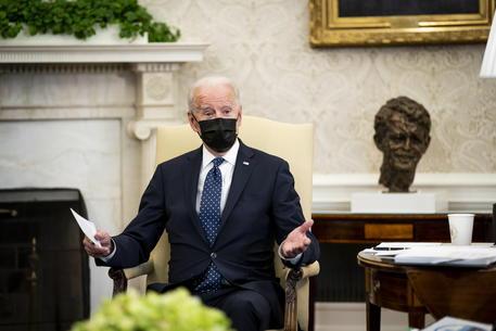 Biden verso allentamento delle norme sull'uso della mascherina thumbnail