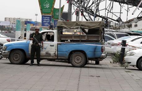 Yemen: Huthi avanzano verso Maarib, decine di morti thumbnail
