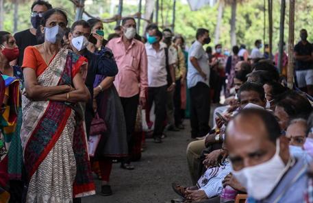 Covid: nuovo record mondiale casi in India, oltre 330.000 thumbnail