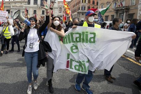 Confindustria:invece di risorse a Alitalia darle a industria thumbnail