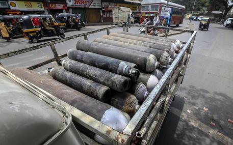 Covid: allarme in India, mancano letti e ossigeno esaurito thumbnail
