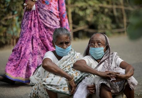 Covid: in India 315 mila nuovi casi, record mondiale thumbnail