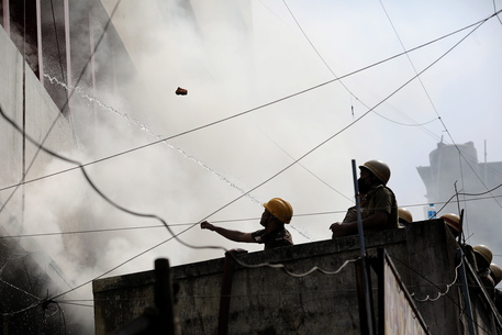 Covid: India, 13 pazienti muoiono in incendio ospedale a Mumbai thumbnail