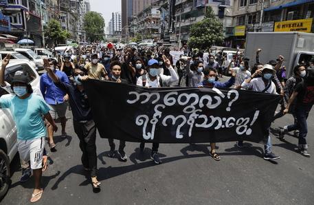 Birmania: manifestazioni a Yangon, l'Asean stia con il popolo thumbnail