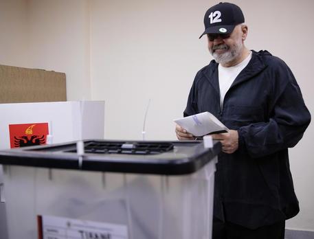 Albania: exit poll, testa a testa fra Rama e l'opposizione thumbnail