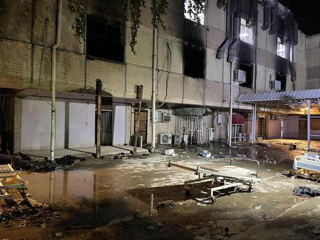 Covid: sale a 130 morti bilancio incendio ospedale Baghdad thumbnail