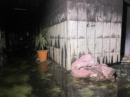 Sono 82 i morti nell' incendio all'ospedale Covid di Baghdad thumbnail