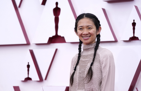 Oscar: miglior regia a Chloé Zhao per Nomadland thumbnail