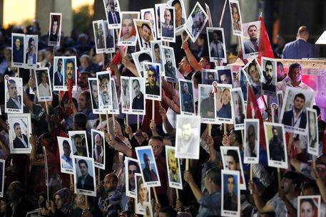 Turchia: mandati di cattura per oltre 500 militari thumbnail