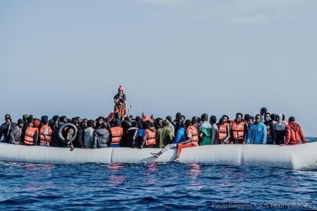 Migranti:Ocean Viking con 236 persone fa rotta verso Augusta thumbnail