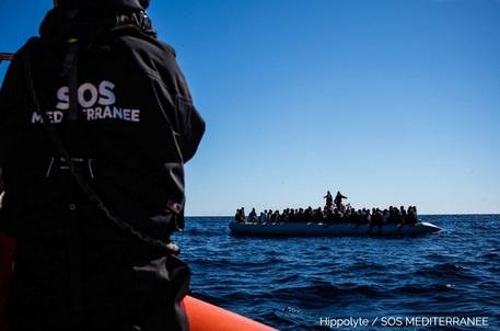Migranti: Ocean Viking ne soccorre 236 al largo della Libia thumbnail