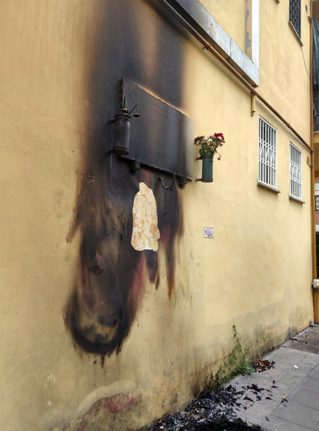 Bruciata corona martiri nazi-fascismo a Roma thumbnail