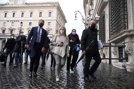Covid: Fonti FdI, su coprifuoco il governo è nel caos thumbnail